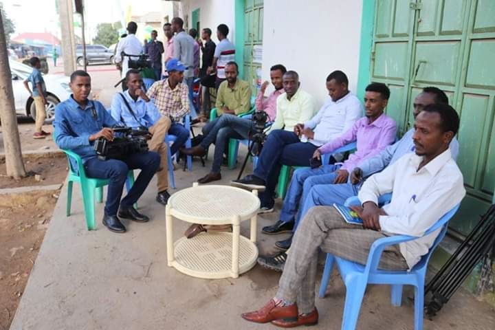 A group of journalists gather after they were barred from covering South West State (SW) event in Baidoa, 16 Jan,2020.