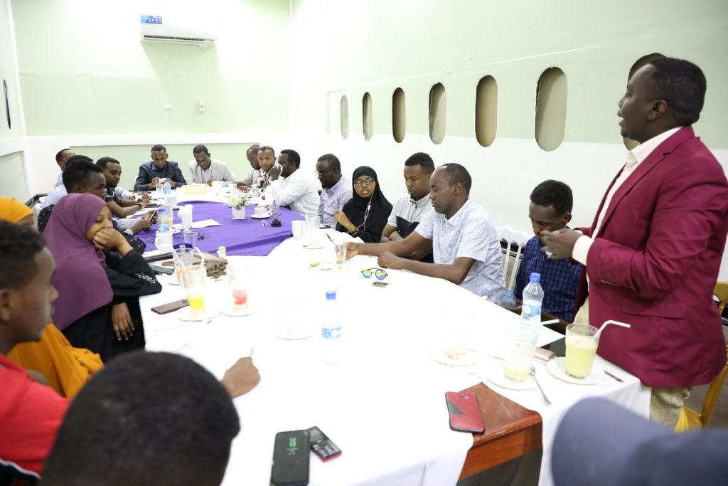 Director of Som  News  TV, Hassan Kahiye speaks during journalists consultative conference in Mogadishu on Tuesday, 17 November, 2020. | PHOTO/SJS.
